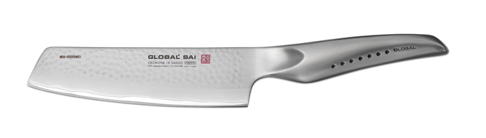 """Ножи Global """"Sai"""" сделаны по тем же строгим стандартам, что и классические линейки """"Global"""", однако имеют полностью обновленный эргономичный дизайн ручек, учитывающий положение большого пальца, что позволяет уменьшить усилия при резке. Привлекательная двусторонняя отделка лезвия, выполненная специальным электромолотком, имеет не только декоративную функцию - получившиеся таким образом воздушные карманы, позволяют идеально нарезать продукты, и не допускают прилипания пищи к лезвию.Бренд """"Global"""" выбор многих поваров со всего мира, ножи этого производителя известны своей универсальностью и исключительной ловкостью.Отличительной чертой японских ножей """"Global"""" являются их рукоятки и уникальная бесшовная конструкция. Рукоятки и лезвия изготовлены из одного, цельного полотна нержавеющей стали, что делает ножи максимально гигиеничными и прочными. На них не скапливается грязь, и их очень легко мыть. Покрытие рукоятки специальными """"ямочками-впадинами"""", обеспечивает удобный и надежный захват.Лезвие изготовлено из специального материала Cromova 18 Sanso, который состоит из трех слоев нержавеющей стали (центрального и двух боковых). Центральный слой режущей поверхности сделан из нержавеющей стали Cromova 18 (хром, молибден, ванадий) с твердостью по шкале Роквелла 58-59 единиц и заточен к острому краю, что дает удивительные результаты при резке. Этот слой заключен между двумя боковыми слоями более мягкой нержавеющей стали SUS 410, что помогает защитить лезвие от скалывания и коррозии. Еще одной важной отличительной характеристикой ножа является его идеальная балансировка. Полая ручка ножа заполнена песком, количество которого точно рассчитано, чтобы обеспечить наиболее оптимальное соотношение веса лезвия и рукоятки. Этот метод позволяет добиться максимально точной балансировки.Не рекомендуется использование в посудомоечной машине."""