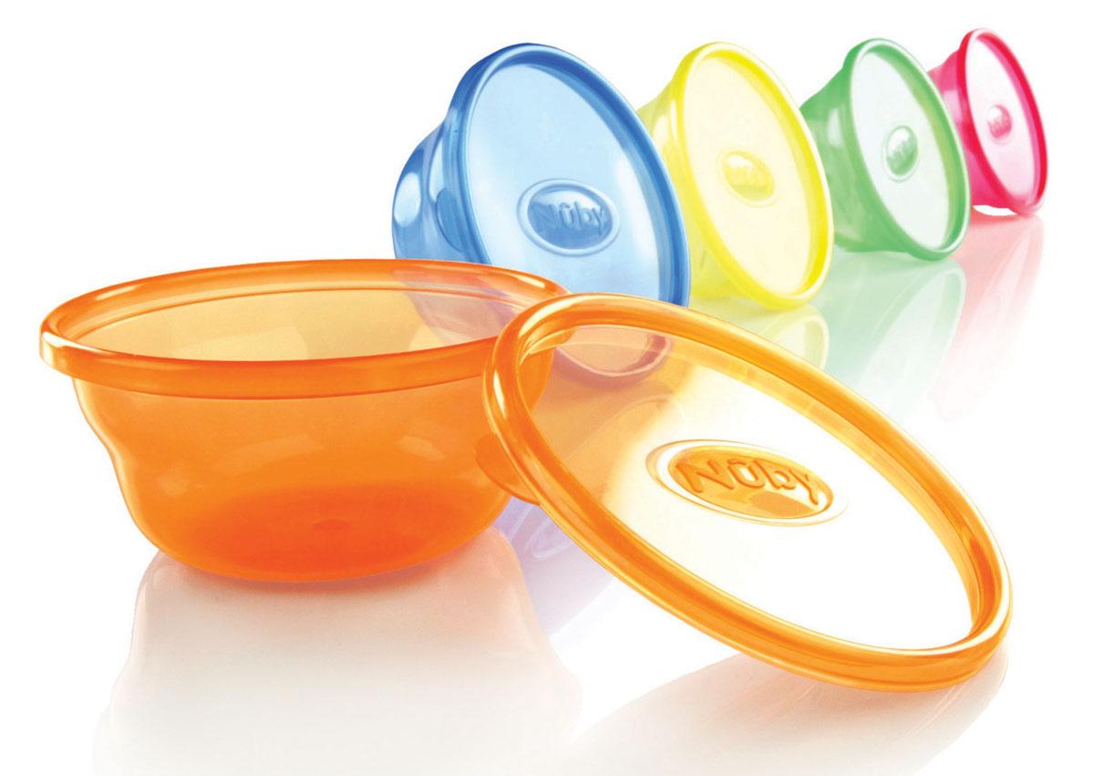 Набор мисок Nuby, с крышками, 300 мл, 6 штID91164Набор Nuby включает 6 круглых разноцветных мисок, изготовленных из высококачественного пищевого пластика. Изделия оснащены крышками, которые герметично закрываются и помогают сохранить продукты свежими и вкусными. Нескользящее покрытие придает мискам большую устойчивость.Миски достаточно глубокие, они прекрасно подходят и для вторых блюд, и для супов, и для каш. Такую миску можно взять с собой в школу или на прогулку. Также подходит для кормления. Для детей от 3-х месяцев. Можно мыть в посудомоечной машине и ставить в СВЧ-печь. Диаметр миски: 12 см.Высота стенки миски: 5,5 см.Объем миски: 300 мл.