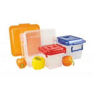 Контейнер Альтернатива, с ручками, цвет: красный, прозрачный, 4 лМ1021Контейнер Альтернатива выполнен из прочного пластика. Он предназначен для хранения различных бытовых вещей и продуктов.Контейнер оснащен по бокам ручками, которые плотно закрывают крышку контейнера. Контейнер поможет хранить все в одном месте, он защитит вещи от пыли, грязи и влаги.