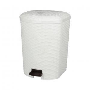 Контейнер для мусора Плетенка, с педалью, 12 лМ2347Контейнер для мусора Плетенка изготовлен из высококачественного цветного пластика и декорирован рельефом. Контейнер оснащен педалью, с помощью которой можно открыть крышку. Закрывается крышка бесшумно, плотно прилегает, предотвращая распространение запаха. Бороться с мелким мусором станет легко. Внутри ведро с ручкой, которое при необходимости можно достать из контейнера. Контейнер для мусора Плетенка - это не только емкость для хранения мусора, но и яркий предмет декора, который оригинально украсит интерьер кухни или ванной комнаты.Размер контейнера: 30 см х 27 см х 36 см.