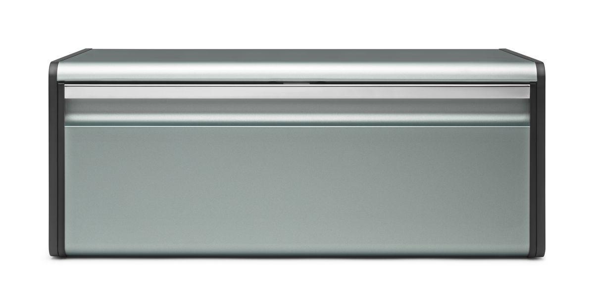 Хлебница Brabantia, цвет: мятный металлик. 484322484322Прочная и долговечная хлебница из коррозионностойких материалов.Большая вместимость – достаточно места для двух больших буханок.Крышка плотно закрывается – магнитный замок.Плоская верхняя поверхность обеспечивает дополнительное место для хранения.Рифленая внутренняя поверхность дна улучшает циркуляцию воздуха внутри хлебницы.Пластиковые защитные накладки.На задней стенке корпуса предусмотрены специальные отверстия для крепления к стене.