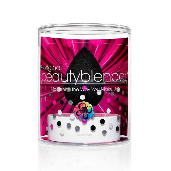Beautyblender Спонж для макияжа Pro и мыло для очистки Solid Blendercleanser, 30 млБП-00000789Профессиональный спонж Beautyblender Pro поможет непрофессионалам нанести макияж идеально, с его помощью - это не сложно. А мастера макияжа значительно сократят время на нанесение идеального тона, увидят экономию тональных средств, а так же один спонж заменит множество кистей. Необычная форма спонжа, форма капли, дает массу преимуществ. Нанесение тона без полосок и линий, которые оставляют угловые и плоские спонжи, легкий доступ в труднодоступные места и идеальное распределение средства. С помощью Beautyblender Pro вы можете наносить не только тональные средства, но и средства по уходу и автозагары. Что бы сохранить его на долго необходимо очищать его при помощи очищающего мыла или геля для спонжей и кистей Blendercleanser. Мягко очищает спонжи, кисти, продлевает их срок эксплуатации, прекрасно подходит в том числе и для точечного очищения.Способ применения: смочите спонж, отожмите (степень влажности влияет на плотность слоя, чем суше спонж, тем плотнее слой), нанесите средство. Используйте заостренный конецProдля труднодоступных мест - это зона под глазами и область вокруг крыльев носа. Круглое основание используйте на больших участках лица - щеки, лоб, подбородок. После использования смочить спонж водой; отжать и окунуть в мыло Blendercleanser, поработать в мыле. Спонж хорошо промыть, отжать лишнюю воду, дать просохнуть на воздухе или поместить в кейс-сумочку Beautyblender. Слейте из контейнера с мылом лишнюю воду и закройте его. Товар сертифицирован.
