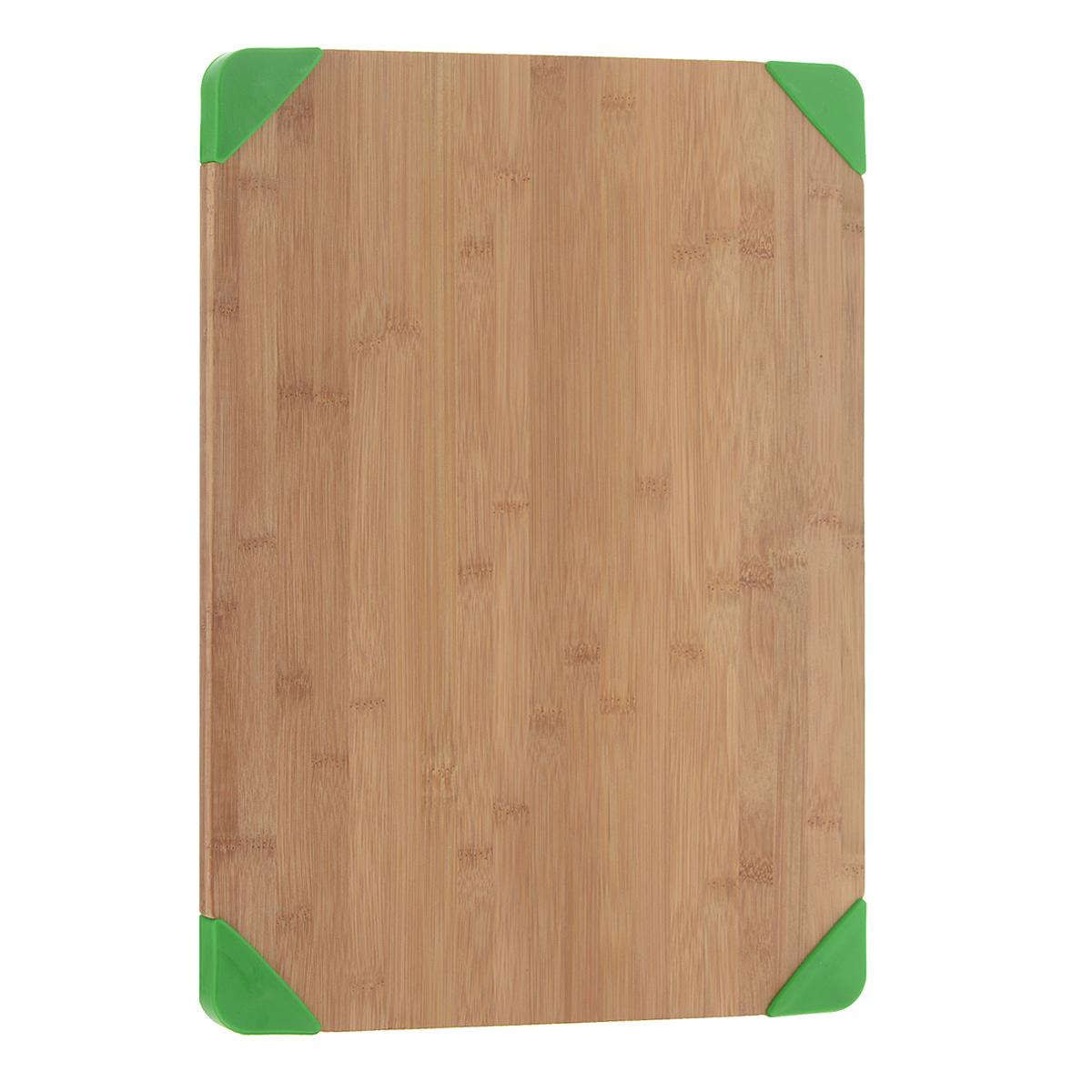 """Разделочная доска """"Oriental Way"""" изготовлена из высококачественного бамбука. Уголки доски оснащены   резиновыми вставками зеленого цвета, которые обеспечивают устойчивость.  Благодаря качественному природному материалу - древесине бамбука, доска обладает высокими гигиеничными   свойствами, не впитывает влагу и запахи, имеет долгий срок службы и высокую износоустойчивость.  Стильный дизайн гармонирует с любым интерьером.  Не рекомендуется мыть в посудомоечной машине.        Размер доски: 38 см х 28 см.  Толщина: 1,6 см."""