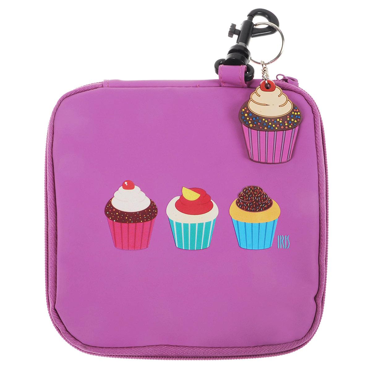 Термобутербродница мягкая Iris Barcelona Snack Rico, цвет: розовый, 16 см х 16 см9916-TCТермобутербродница выполнена из полиэстера и застегивается на застежку-молнию. Термобутербродница Iris Barcelona Snack Rico - это самый веселый способ взять с собой бутерброды. Специальный фиксирующий поясок не позволит бутерброду распасться, а внутреннее покрытие из теплоизолирующего материала в течение нескольких часов сохранит свежесть и вкус. Безопасный пластмассовый карабин позволит легко пристегнуть бутербродницу к ранцу или сумке.В комплект входит подарок - забавный брелок для ключей из коллекции Snack Rico. Заменяет все одноразовые упаковки. При бережном использовании прослужит не один год.