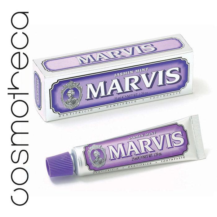 Marvis Зубная паста Мята и Жасмин 25 мл411095Зубная паста Мята и Жасмин- это удивительно гармоничная комбинация ароматного жасмина и свежей мяты, которая подарит вам свежее дыхание и отличное настроение на весь день. Фтор способствует укреплению зубной эмали, подавляя образование кислот бактериями зубного налета. Мягкие абразивные вещества нежно удаляют налет с зубов, не царапая эмаль, а мягко полируя ее.