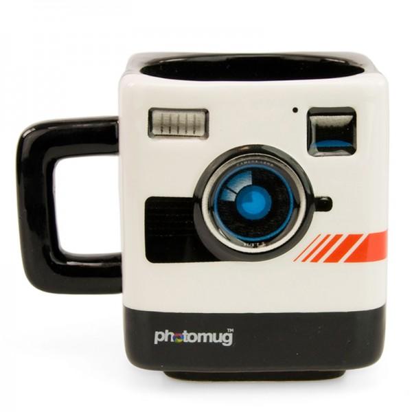 """Ретро-кружка Mustard """"Photo"""" изготовлена из высококачественной глазурованной керамики. Необычная кружка в виде ретро-фотокамеры подойдет и для любителей фотографии, и для ценителей всего оригинального. Фокусируйтесь на главном: на объекте в прицеле фотокамеры, на важных дедлайнах, на горячем кофе. Невозможно выстроить идеальную композицию без старого доброго заряда кофеина.    Размер кружки (по верхнему краю): 8,5 см х 8,5 см. Высота кружки: 10 см."""