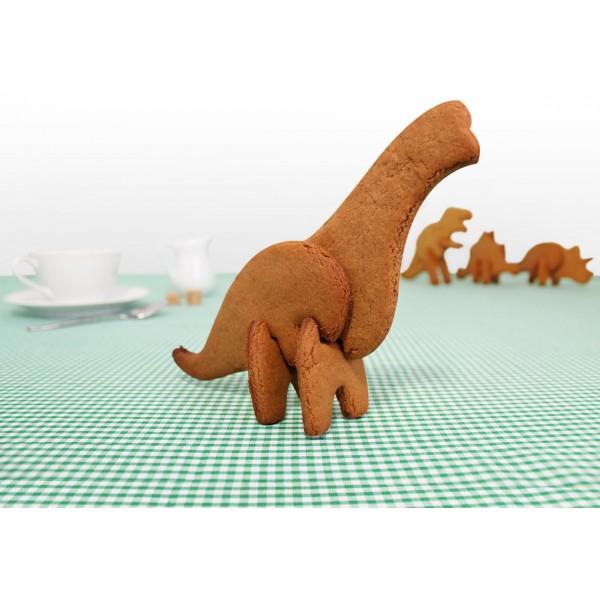 Форма для печенья 3D Suck UK Dinosaur. БрахиозаврSK COOKIEDINO1-BRAФорма для печенья 3D Suck UK Dinosaur. Брахиозавр состоит из трех формочек для выпекания объемного печенья. Создать такое печенье с помощью набора никогда еще не было проще. Просто раскатываете тесто, вырезаете составные части будущей фигурки, выпекаете и собираете. Динозавр на вашем столе превратится в настоящее украшение. Идеальный вариант для детских праздников. Такие динозавры удивят и детей, и взрослых. Отличный подарок юным хозяйкам. Размер составных частей: 15 см х 6 см; 14 см х 5,5 см; 5 см х 5,5 см.