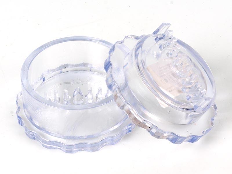 Измельчитель для чеснока Альтернатива, цвет: прозрачный, диаметр 8 смM1693Измельчитель Альтернатива, выполненный из высокопрочного пластика, предназначен для быстрого измельчения зубчиков чеснока. Прибор также можно использовать для отделения головок чеснока от шелухи.Измельчитель очень прост в использовании: положите внутрь чеснок и покрутите крышку, придерживая основание. Прибор быстро и без отходов измельчит чеснок. Пригоден для мытья в посудомоечной машине. Диаметр измельчителя: 8 см. Высота измельчителя: 4,5 см.