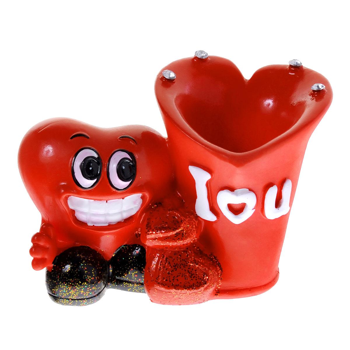 Подставка под зубочистки Home Queen Праздничная, цвет: красный. 6041260412Подставка под зубочистки Home Queen Праздничная изготовлена из полирезины. Изделие выполнено в форме сердца и стаканчика под зубочистки. Подставка украшена стразами и блестками. Такая подставка под зубочистки станет не только приятным подарком, но и практичным сувениром.