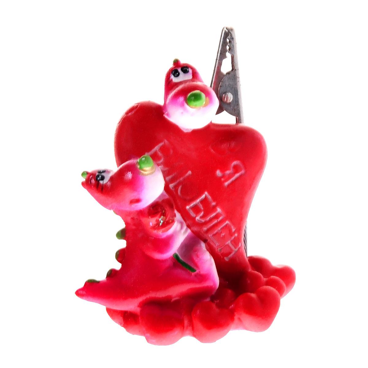 Статуэтка декоративная Lunten Ranta Дракон. Я влюблен, с держателем для карточек, цвет: красный, розовый59127Очаровательная статуэтка Lunten Ranta Дракон. Я влюблен станет оригинальным подарком для всех любителей стильных вещей. Она выполнена из полирезины в виде дракончиков с сердечком. Статуэтка оснащена металлическим держателем для карточек. Изысканный сувенир станет прекрасным дополнением к интерьеру. Вы можете поставить статуэтку в любом месте, где она будет удачно смотреться, и радовать глаз.