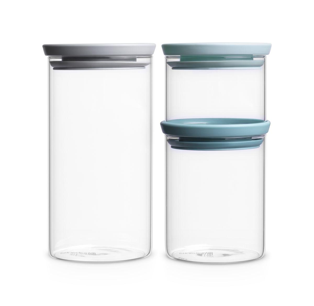 Набор банок для сыпучих продуктов Brabantia, 3 шт. 298325298325Экономия места – модульная конструкция: банки составляются одна на другую.Продукты дольше сохраняют свежесть – герметичная крышка.Хорошо видно содержимое и его объем – прозрачное стекло.Легко моются – банки и крышки можно мыть в посудомоечной машине.