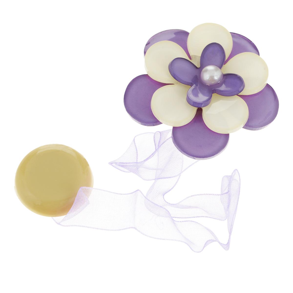 Клипса-магнит для штор Calamita Fiore, цвет: сиреневый, бежевый. 7704013_6467704013_646Клипса-магнит Calamita Fiore, изготовленная из пластика и полиэстера, предназначена для придания формы шторам. Изделие представляет собой два магнита, расположенные на разных концах текстильной ленты. Один из магнитов оформлен декоративным цветком. С помощью такой магнитной клипсы можно зафиксировать портьеры, придать им требуемое положение, сделать складки симметричными или приблизить портьеры, скрепить их. Клипсы для штор являются универсальным изделием, которое превосходно подойдет как для штор в детской комнате, так и для штор в гостиной. Следует отметить, что клипсы для штор выполняют не только практическую функцию, но также являются одной из основных деталей декора, которая придает шторам восхитительный, стильный внешний вид.Диаметр декоративного цветка: 5 см.Длина ленты: 28 см.