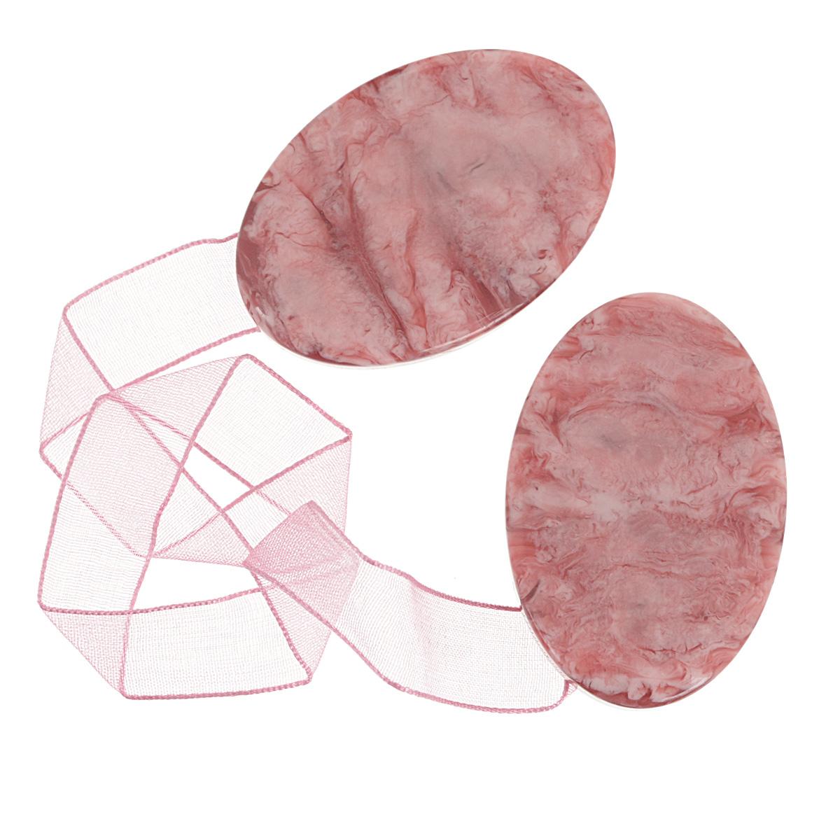 Клипса-магнит для штор Calamita Fiore, цвет: розовый. 675265_554675265_554Клипса-магнит Calamita Fiore, изготовленная из пластика, предназначена для придания формы шторам. Изделие представляет собой два магнита овальной формы, расположенные на разных концах текстильной ленты. С помощью такой магнитной клипсы можно зафиксировать портьеры, придать им требуемое положение, сделать складки симметричными или приблизить портьеры, скрепить их. Клипсы для штор являются универсальным изделием, которое превосходно подойдет как для штор в детской комнате, так и для штор в гостиной. Следует отметить, что клипсы для штор выполняют не только практическую функцию, но также являются одной из основных деталей декора этого изделия, которая придает шторам восхитительный, стильный внешний вид. Материал: полиэстер, пластик, магнит.Длина клипсы: 5 см.; ширина 3,5 см.Длина ленты: 28 см.
