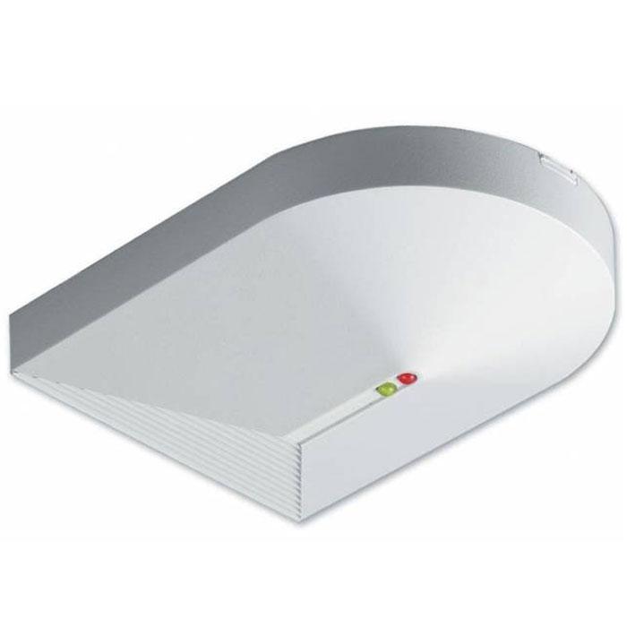 Sapsan GB-100 беспроводной датчик разбития стеклаGB-100Датчик разбития стекла представляет собой приемное приспособление, срабатывающее в случае звука бьющегося или же трескающегося стекла. Как правило, монтируется на стеклянные части окна, двери или перегородки. Часто может устанавливаться на поверхность, которая расположена в зоне работы устройства. При монтаже необходимо учитывать, что устройство может работать только от блока питания, то есть, рядом с местом установки датчика должна быть розетка. Несмотря на такие условия, датчик прекрасно справляется с поставленной задачей, а также не требует постоянной смены элементов питания. Устанавливается на кронштейн.Датчик при срабатывании отправляет сигнал тревоги на контрольный пульт системы охранной сигнализации. Отправка сигнала выполняется посредству радиоканала, что позволяет сократить расходы на прокладку кабелей. Как производится коммутация датчика с контрольной панелью системы сигнализации, подробно расписано в инструкции к самой сигнализации.Устройство отличается микрофоном с повышенной чувствительностью и с радиусом действия в 3 метра. Эргономичный внешний вид, минимальные размеры и высокая надежность свойственны данному датчику. Цена позволяет включить данный датчик в любую систему охранной сигнализации.Адаптер питания 12 VDC (в комплект не входит).