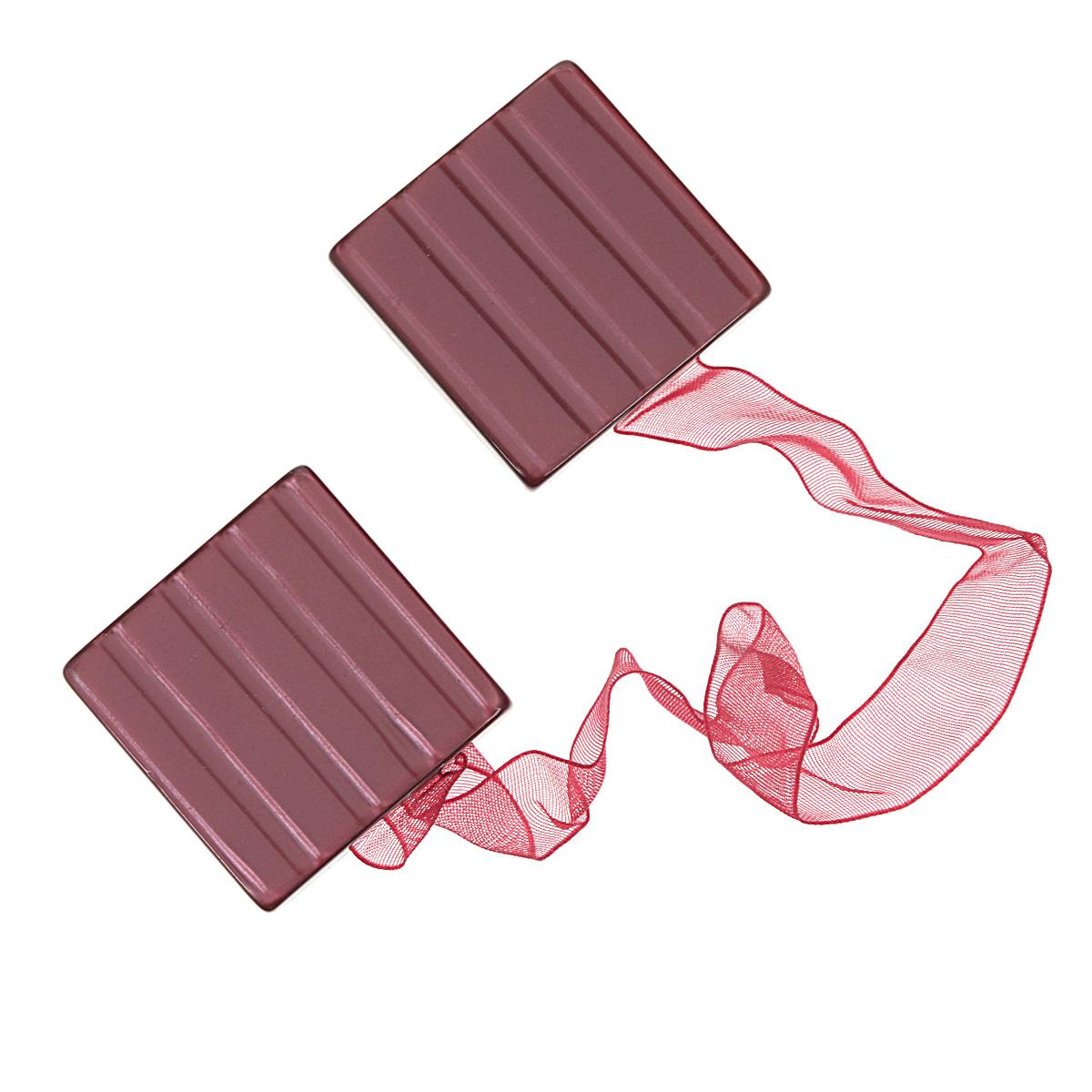 Клипса-магнит для штор Calamita Fiore, цвет: темно-розовый. 7704024_6327704024_632Клипса-магнит Calamita Fiore, изготовленная из пластика и текстиля, предназначена для придания формы шторам. Изделие представляет собой два магнита квадратной формы, расположенные на разных концах текстильной ленты. С помощью такой магнитной клипсы можно зафиксировать портьеры, придать им требуемое положение, сделать складки симметричными или приблизить портьеры, скрепить их. Клипсы для штор являются универсальным изделием, которое превосходно подойдет как для штор в детской комнате, так и для штор в гостиной. Следует отметить, что клипсы для штор выполняют не только практическую функцию, но также являются одной из основных деталей декора этого изделия, которая придает шторам восхитительный, стильный внешний вид. Материал: пластик, магнит, полиэстер.Размер клипсы: 3,5 см х 3,5 см.Длина ленты: 28 см.