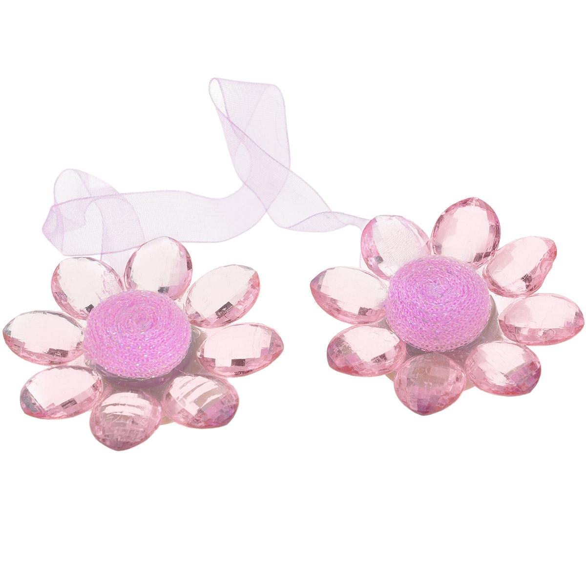 Клипса-магнит для штор Calamita Fiore, цвет: светло-розовый. 7704016_5497704016_549Клипса-магнит Calamita Fiore, изготовленная из пластика и текстиля, предназначена для придания формы шторам. Изделие представляет собой два магнита, расположенные на разных концах текстильной ленты. Магниты оформлены декоративными цветками. С помощью такой магнитной клипсы можно зафиксировать портьеры, придать им требуемое положение, сделать складки симметричными или приблизить портьеры, скрепить их. Клипсы для штор являются универсальным изделием, которое превосходно подойдет как для штор в детской комнате, так и для штор в гостиной. Следует отметить, что клипсы для штор выполняют не только практическую функцию, но также являются одной из основных деталей декора этого изделия, которая придает шторам восхитительный, стильный внешний вид. Материал: пластик, полиэстер, магнит.Диаметр декоративного цветка: 5,5 см.Длина ленты: 28 см.