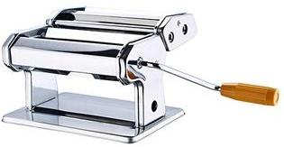 Лапшерезка ручная Wellberg Florence7481WBРучная лапшерезка Wellberg Florence изготовлена из высококачественной нержавеющей стали с зеркальной полировкой. Изделие прекрасно подходит для раскатки теста для лазаньи, домашней лапши или пасты. Лапшерезка оснащена регулируемыми стальными роликами для замешивания и съемной ручкой. Имеется нарезной блок для узкой и широкой лапши. Принцип работы лапшерезки очень прост: вращая рукоятку, вы запускаете валики, которые позволяют раскатать идеально тонкое тесто, с помощью ручки раскатанное тесто также можно разрезать на узкие или широкие полоски. Для удобства использования ручка оснащена пластиковой вставкой.Не рекомендуется мыть под водой и в посудомоечной машине. После использования просто протрите корпус сухой тканью.