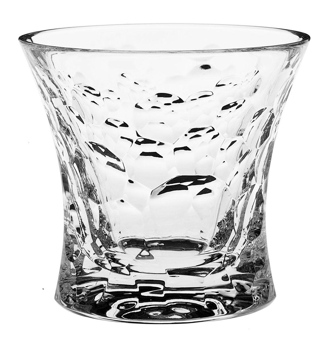 Набор стаканов Crystal Bohemia, 200 мл, 6 шт990/21204/0/05106/200-609Набор Crystal Bohemia состоит из шести стаканов. Изделия выполнены из хрусталя. Предметы набора имеют прозрачную поверхность и декорированы оригинальным рельефом. Они излучают приятный блеск и издают мелодичный звон.Набор Crystal Bohemia прекрасно оформит интерьер кабинета или гостиной и станет отличным дополнением бара. Такой набор также станет хорошим подарком к любому случаю. Диаметр стакана (по верхнему краю): 10 см. Высота стакана: 10 см. Размер дна стакана: 8,5 см х 7,5 см.