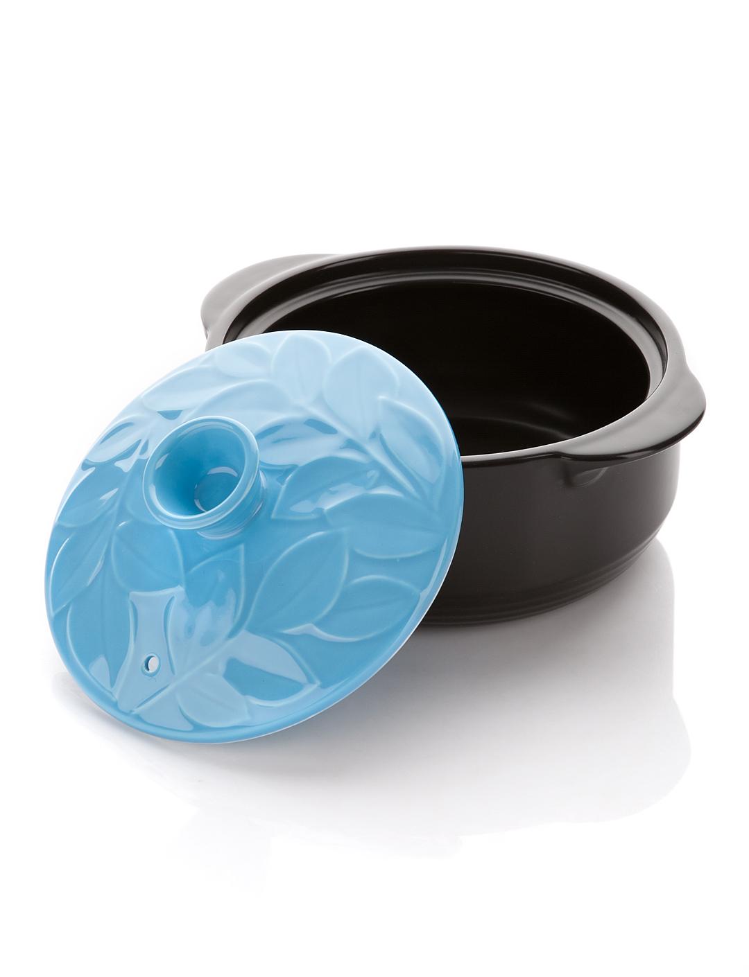 Кастрюля керамическая Hans & Gretchen, цвет: голубой, 1,1 л. 12NF-B1612NF-B16Кастрюля Hans & Gretchen изготовлена из экологически чистой жаропрочной керамики. Керамическая крышка кастрюли оснащена отверстием для выпуска пара. Кастрюля равномерно нагревает блюдо, долго сохраняя тепло и не выделяя абсолютно никаких примесей в пищу. Кастрюля не искажает, а даже усиливает вкус пищи. Крышка изделия оформлена рельефным изображением листьев. Превосходно служит для замораживания продуктов в холодильнике (до -20°С). Кастрюля устойчива к химическим и механическим воздействиям. Благодаря толстым стенкам изделие нагревается равномерно. Кастрюля Hans & Gretchen прекрасно подойдет для запекания и тушения овощей, мяса и других блюд, а оригинальный дизайн и яркое оформление украсят ваш стол.Можно мыть в посудомоечной машине. Кастрюля предназначена для использования на газовой и электрической плитах, в духовке и микроволновой печи. Не подходит для индукционных плит. Высота стенки: 7,5 см. Ширина кастрюли (с учетом ручек): 21 см. Толщина дна: 5 мм. Толщина стенки: 5 мм.