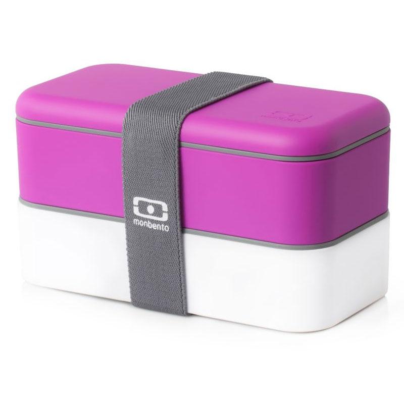 Ланч-бокс Monbento Original, цвет: фуксия, белый, 1 л1200 02 103Ланчбокс Monbento Original изготовлен из высококачественного пищевого пластика с приятным на ощупь прорезиненным покрытием soft-touch. Предназначен для хранения и переноски пищевых продуктов. Ланчбокс представляет собой два прямоугольных контейнера, в которых удобно хранить различные блюда. В комплекте также предусмотрена емкость для соуса, которая удобно помещается в одном из контейнеров. Контейнеры вакуумные, что позволяет продуктам дольше оставаться свежими и вкусными. Боксы дополнительно фиксируются друг над другом эластичным ремешком. Компактные размеры позволят хранить ланчбокс в любой сумке. Его удобно взять с собой на работу, отдых, в поездку. Теперь любимая домашняя еда всегда будет под рукой, а яркий дизайн поднимет настроение и подарит заряд позитива. Можно использовать в микроволновой печи и для хранения пищи в холодильнике, можно мыть в посудомоечной машине. В крышке каждого контейнера - специальная пробка, которую надо вытащить, если вы разогреваете еду. Объем одного контейнера: 0,5 л. Общий размер ланчбокса: 18 см х 9 см х 10,5 см. Размер контейнера: 18 см х 9 см х 4,5 см. Размер емкости для соуса: 8,5 см х 4,5 см х 3 см.Объем емкости для соуса: 0,1 л.