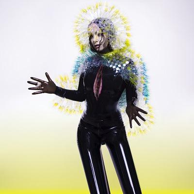 Vulnicura - новый (9-й по счету) студийный альбом альбом исландской певицы, актрисы и композитора Бьорк. В создании альбома принимали участие британский музыкант и продюсер, известный под сценическим прозвищем The Haxan Cloak, а также венесуэльский электронный продюсер Алехандро Герси, он же Arca, ранее работавший с такими исполнителями как FKA twigs и Kanye West. Шесть из девяти песен написаны самой Бьйорк, две - в соавторстве с венесуэльским музыкальным продюсером Arca, одна - совместно с британским музыкантом и актером Джоном Флинном (Spaces). С момента релиза предыдущего альбома Biophilia прошло более трех лет, и многие авторитетные онлайн музыкальные издания, такие как Music Times, Time Out, Pitchfork и Billboard включили альбом в свои списки наиболее ожидаемых альбомов 2015 года, а издание NME включило Бьорк в свой список «40 наиболее ожидаемых исполнителей, которых не терпится увидеть вновь». Бьорк начала выступать на сцене с 1977 года. Первоначально известность ей принесло сотрудничество с альтернативной рок-группой The Sugarcubes. Сольную карьеру певица начала в 1993 году. Тогда вышел ее альбом Debut, после него вокалиста записала еще шесть пластинок. В 2000 году она снялась в фильме Ларса фон Триера «Танцующая в темноте», к которому сочинила всю музыку. Картина была удостоена «Золотой пальмовой ветви» Каннского кинофестиваля. В копилке Бьорк множество музыкальных и кинематографических наград. Певица была 13 раз номинирована на «Грэмми» и дважды - на «Золотой глобус». У Бьйорк более 3 миллионов поклоников в фейсбуке и более 10'000 поклонников вконтакте.