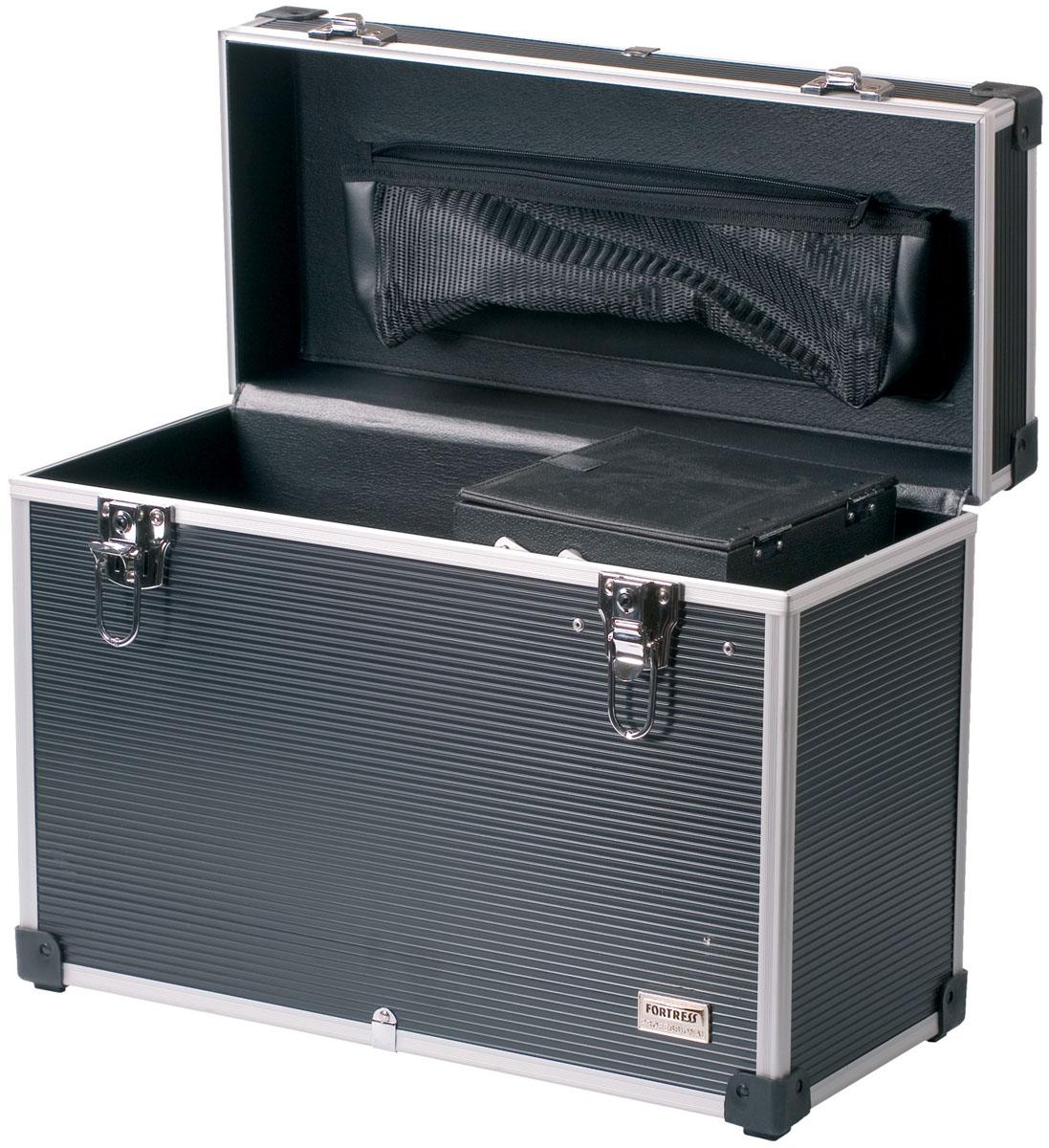 Dewal Чемодан для парикмахерских инструментов, цвет: серый. HV012AHV012AПрактичный и удобный профессиональный чемодан для парикмахерских инструментов DEWAL HV012A предназначен для комфортной транспортировки основных принадлежностей мастера. Эргономичный чемодан для парикмахерских инструментов изготовлен из качественного серого пластика и имеет каркас из алюминия. Вместительное внутреннее отделение дополнено выдвижным модулем для хранения не крупных принадлежностей и аксессуаров. На крышке закреплен большой объемный карман на молнии. Чемодан снабжен пластиковой ручкой и двумя замками-защелками, которые можно закрыть на ключ. Данный аксессуар поможет мастеру хранить разнообразные парикмахерские инструменты в одном месте, к тому же его можно взять с собой в случае работы на дому или путешествия.