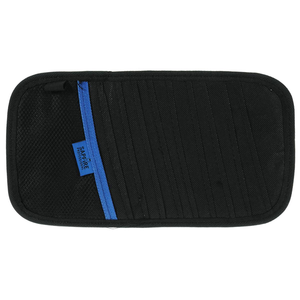 Карман для дисков на козырек Sapfire, 10 дисковSCH-0406Карман Sapfire вмещает 10 дисков. Удобное и функциональное хранение. Мягкий материал не повреждает диски. Дополнительный карман позволяет хранить перед глазами разнообразные мелочи.Состав: нетканый материал, полиэстер.