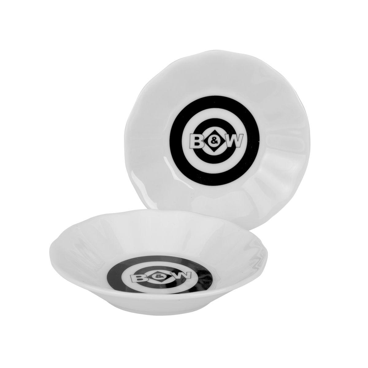 Набор подставок для чайных пакетиков GiftLand Black&White, цвет: черный, белый, 6 шт8529Набор подставок для чайных пакетиков GiftLand Black&White, изготовленный из фарфора, порадует вас оригинальностью и дизайном. Подставки выполнены в форме блюдечка и декорированы черно-белым рисунком. В наборе - 4 подставки.Подставки, несомненно, понравятся любой хозяйке, а кухонный стол всегда будет чистым, без нежелательных разводов от чайных пакетиков. Изделия также можно использовать в качестве тарелок для меда и джема.Диаметр подставки: 10,5 см.Высота подставки: 2,3 см.