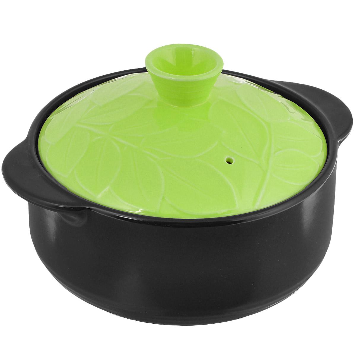 Кастрюля керамическая Hans & Gretchen с крышкой, цвет: зеленый, 1,1 л12NF-G16Кастрюля Hans & Gretchen изготовлена из экологически чистой жаропрочной керамики. Керамическая крышка кастрюли оснащена отверстием для выпуска пара. Кастрюля равномерно нагревает блюдо, долго сохраняя тепло и не выделяя абсолютно никаких примесей в пищу. Кастрюля не искажает, а даже усиливает вкус пищи. Крышка изделия оформлена рельефным изображением листьев. Превосходно служит для замораживания продуктов в холодильнике (до -20°С). Кастрюля устойчива к химическим и механическим воздействиям. Благодаря толстым стенкам изделие нагревается равномерно.Кастрюля Hans & Gretchen прекрасно подойдет для запекания и тушения овощей, мяса и других блюд, а оригинальный дизайн и яркое оформление украсят ваш стол.Можно мыть в посудомоечной машине. Кастрюля предназначена для использования на газовой и электрической плитах, в духовке и микроволновой печи. Не подходит для индукционных плит. Высота стенки: 7,5 см.Ширина кастрюли (с учетом ручек): 21 см.Толщина дна: 5 мм.Толщина стенки: 5 мм.