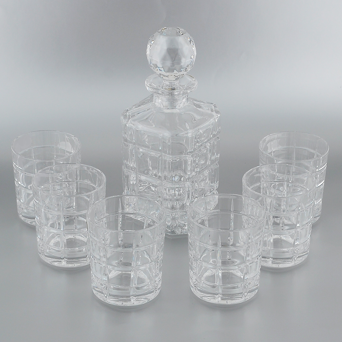 Набор для виски Crystal Bohemia, 7 предметов. 990/99999/9/11182/649-7092936555-зеленыйНабор для виски Crystal Bohemia состоит из штофа и шести граненых стаканов. Изделия выполнены из прочного высококачественного хрусталя. Они излучают приятный блеск и издают мелодичный звон. Набор предназначен для виски.Набор для виски Crystal Bohemia прекрасно оформит интерьер кабинета или гостиной и станет отличным дополнением бара. Такой набор также станет хорошим подарком к любому случаю. Объем штофа: 800 мл. Высота штофа (без крышки): 18 см. Объем стакана: 320 мл. Диаметр дна стакана: 7,5 см. Высота стенок стакана: 9,5 см.