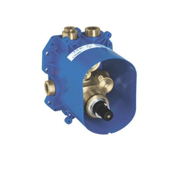 Термостатический смеситель для ванны GROHE (универсальная встраиваемая часть) (35500000)35500000Для ванной, душа и центрального термостатаБез комплекта верхней монтажной частиНеглубокая заделка 70-95 ммЭлементарная встройка, полностью смонтирован и проверен на заводе GROHE TurboStat встроенный термоэлементБольшой расход воды 50 л/мин при использовании всех выводов2 вывода сверху по 1/2?Отвод снизу 1/2? - только для использования с запорным вентилемНадежный монтаж благодаря прочному корпусу и защитной накладкеПодготовленные точки крепления для сухого и мокрого монтажа Материал для уплотнения к стене в комплекте Аквадиммер или запорный вентиль в сбореКорпус из латуни с низким содержанием цинкаВстроенные обратные клапаны и грязеулавливающие фильтрыКласс шума I по DIN 4109 GROHE EcoJoy - технология совершенного потока при уменьшенном расходе воды