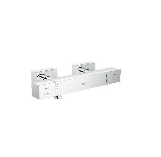Термостатический смеситель для душа GROHE Grohtherm Cube (34488000)LM4860BGROHE Grohtherm Cube: безупречно точный и эстетически привлекательный душевой термостат Если Вам нравится строгий дизайн, основанный на четких линиях, выберите для оснащения своей ванной комнаты этот прогрессивный и точный термостат. За счет картриджа с технологией GROHE TurboStat он защитит Вас от неприятных колебаний температуры воды во время принятия душа. Его рукоятки кубической формы отличаются великолепной эргономикой и обеспечивают точность управления. Кольцевая шкала GROHE EasyLogic с четкими отметками на корпусе смесителя вместо рукояток делает процесс настройки температуры и напора воды простым и интуитивно понятным. Стопор SafeStop оберегает детей и взрослых от ошпаривания, а клавиша EcoButton позволяет с комфортом экономить воду по желанию. Благодаря сияющему хромированному покрытию GROHE StarLight, данное устройство сохранит свой ослепительный внешний вид на многие годы. Для поддержания его безупречной чистоты достаточно протирания сухой салфеткой. Особенности: Настенный монтажGROHE StarLight хромированная поверхность GROHE TurboStat встроенный термоэлементGROHE EcoJoy - технология совершенного потока при уменьшенном расходе воды Встроенный стопор смешанной водыCarbodur керамический вентиль 1/2?, 180°Рукоятка расхода с экономичной кнопкой GROHE EcoButton И индивидуально устанавливаемым стопоромСтопор безопасности при 38°CОтвод для душа снизу 1/2?Встроенные обратные клапаныГрязеулавливающие фильтрыСкрытые S-образные эксцентрикиС защитой от обратного потокаМинимальное давление 1,0 барВидео по установке является исключительно информационным. Установка должна проводиться профессионалами!