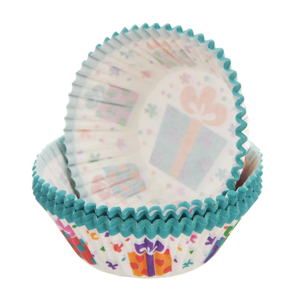 """Набор Wilton """"Праздник"""" состоит из 75 бумажных форм для кексов. Они предназначены для выпечки и упаковки кондитерских изделий, также могут использоваться для сервировки орешков, конфет и прочего. Формы не требуют предварительной смазки маслом или жиром. Для одноразового применения.  Гофрированные бумажные формы идеальны для выпечки кексов, булочек и пирожных.   Диаметр по верхнему краю: 7,4 см. Диаметр по нижнему краю: 5 см. Высота стенки: 3 см.  Комплектация: 75 шт."""