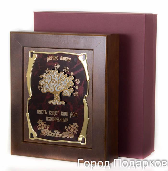 Ключница Дерево любви Пусть будет Ваш дом изобильным, 36,5 х 32 см, подарочная коробка50215001Настенная ключница из натурального дерева, с натурального деревас внутренней бархатной отделкой, декорированна метализированной пластиной с лазерной гравировкой и накладкой, упакованна в подарочный футляр, размер 36,5х32х7см, коричневый/золотой