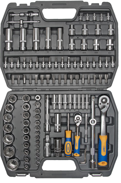Набор инструментов Kraft Professional, универсальный, 1/2, 1/4, 108 предметовКТ 700300Набор инструментов Kraft Professional популярной комплектации, позволяет производить слесарно-монтажные работы с различными типами крепежа в широком диапазоне размеров, а также профилем E-star. Это полнофункциональный набор торцевых головок и принадлежностей для работы с приводом 1/2 и 1/4. Набор отлично подходит для обслуживания авто-мототехники. Состав набора:головки торцевые шестигранные 1/2: 10 мм, 11 мм, 12 мм, 13 мм, 14 мм, 15 мм, 16 мм, 17 мм, 18 мм, 19 мм, 20 мм, 21 мм, 22 мм, 24 мм, 27 мм, 30 мм, 32 мм;головки торцевые шестигранные высокие 1/2: 14 мм, 15 мм, 17 мм, 19 мм, 22 мм;головки торцевые E-Star 1/2: 10, 11, 12, 14, 16, 18, 20, 24; кардан шарнирный 1/2;головки торцевые свечные: 16 мм, 21 мм;удлинители 1/2: 125 мм, 250 мм;рукоятка трещоточная с быстрым сбросом 1/2: 250 мм, 72 зубца;держатель для бит-вставок 1/2;переходник3/8 (F) х 1/2 (М);биты-вставки 30 мм:- Torx: Т40, Т45, Т50, Т55, Т60;- Hex: 7 мм, 8 мм, 10 мм, 12 мм, 14 мм;- Шлицевые: 8 мм, 10 мм, 12 мм;- Philips: РН3, РН4;- Pozidrive: PZ3, PZ4;головки торцевые шестигранные 1/4: 4 мм, 4,5 мм, 5 мм, 5,5 мм, 6 мм, 7 мм, 8 мм, 9 мм, 10 мм, 11 мм, 12 мм, 13 мм, 14 мм;головки торцевые E-Star 1/4: Е4, Е5, Е6, Е7, Е8;удлинители 1/4: 50 мм, 100 мм;вороток Т-образный 1/4; кардан шарнирный 1/2;рукоятка трещоточная с быстрым сбросом 1/4: 145 мм, 72 зубца;рукоятка-удлинитель 1/4;головки торцевые 1/4 с насадками:- Torx: 8, 10, 15, 20, 25, 27, 30;- Hex: 3 мм, 4 мм, 5 мм, 6 мм;- Шлицевые: 4 мм, 5,5 мм, 6,5 мм;- Philips: РН1, РН2, РН3;- Pozidrive: PZ1, PZ2;торцевые шестигранные Г-образные ключи: 1,5 мм, 2 мм, 2,5 мм.Элементы набора Kraft Professional изготовлены из хромованадиевой стали марки 50BV30 со специальным трехслойным покрытием, обеспечивающим долговременную защиту от механических повреждений.