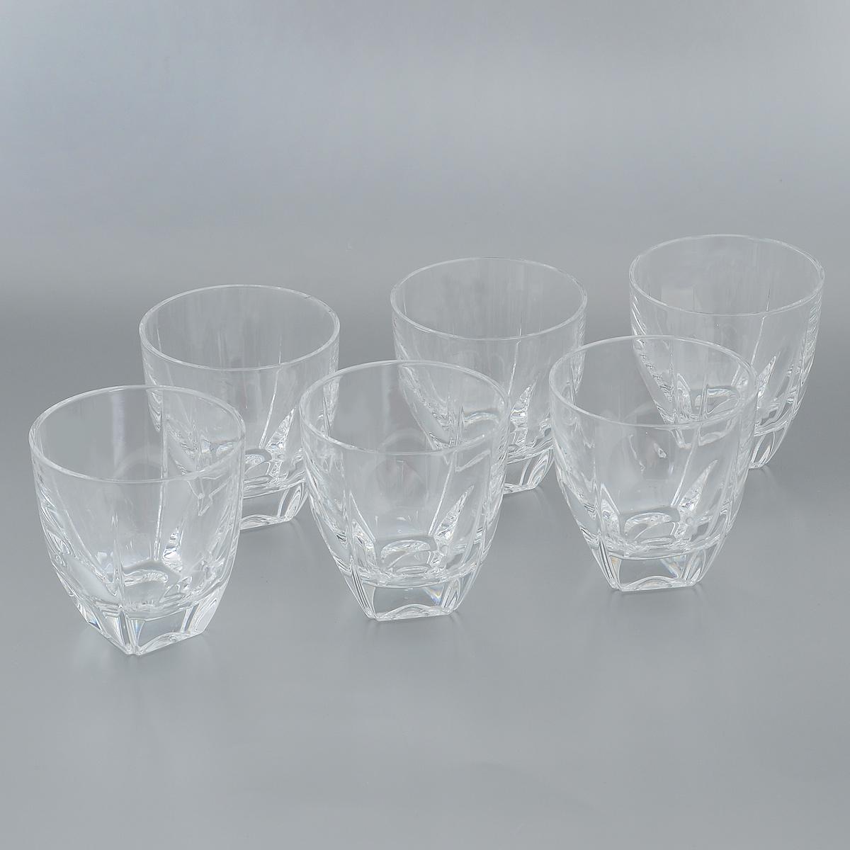 Набор стаканов Crystal Bohemia, 270 мл, 6 шт990/20500/0/37700/270-609Набор Crystal Bohemia состоит из шести стаканов. Изделия выполнены из прочного высококачественного хрусталя. Они излучают приятный блеск и издают мелодичный звон. Набор предназначен для подачи виски, бренди или коктейлей. Набор Crystal Bohemia прекрасно оформит интерьер кабинета или гостиной и станет отличным дополнением бара. Такой набор также станет хорошим подарком к любому случаю. Диаметр по верхнему краю: 8,5 см.Высота стакана: 9 см.Размер основания: 3,8 см х 3,8 см.