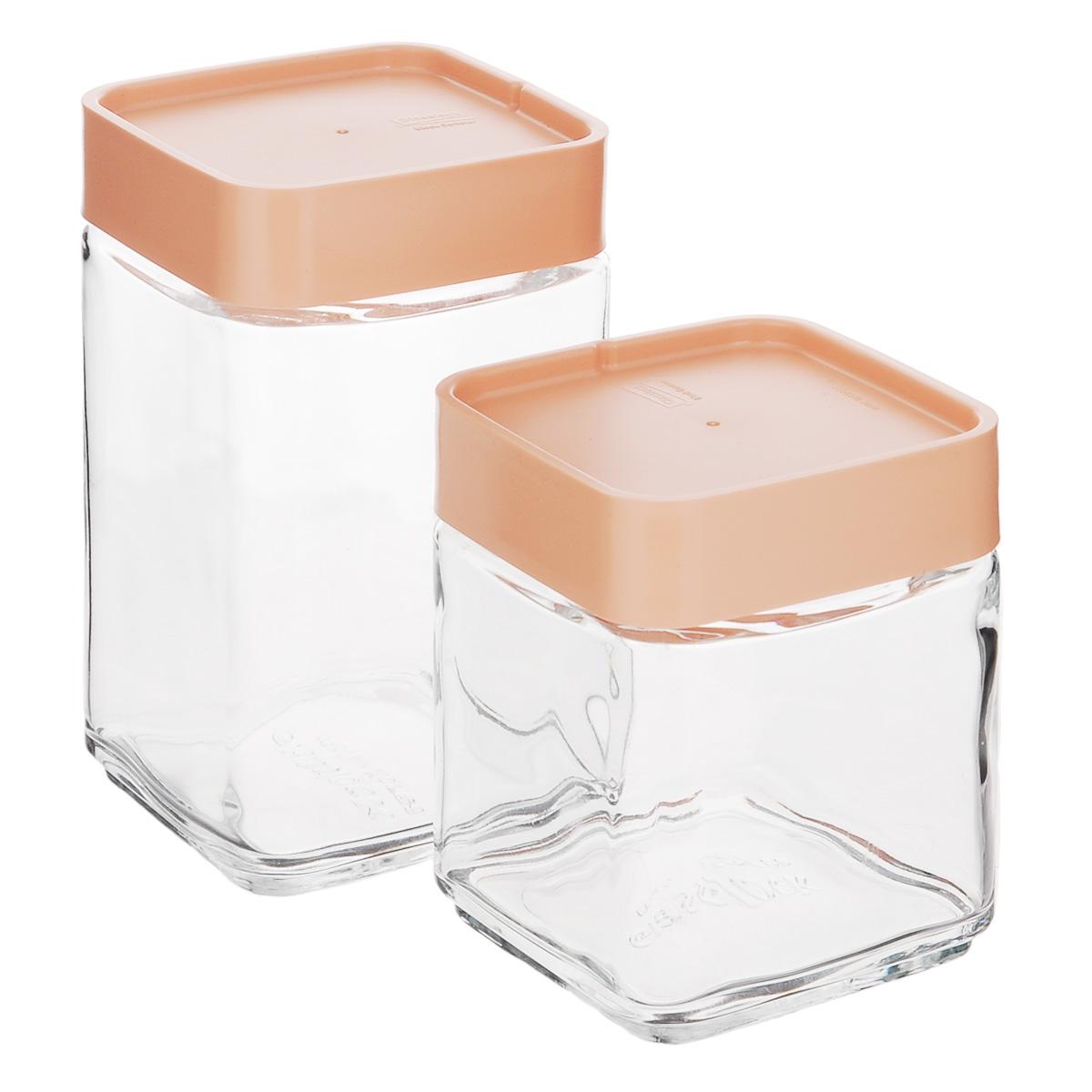 """Набор """"Glasslock"""" состоит из двух контейнеров для сыпучих продуктов. Изделия выполнены из экологически чистого закаленного ударопрочного стекла и оснащены пластиковыми крышками. Контейнеры удобно ставятся друг на друга для экономии места на кухне.  Изделия плотно и герметично закрываются крышками, что позволяет продуктам дольше оставаться свежими, сохранять аромат и вкус. Благодаря прозрачным стенкам, можно видеть содержимое. Размер подходит для хранения в дверце холодильника.  Такие контейнеры идеально подходят для хранения различных сыпучих продуктов: орехов, печенья, круп, хлопьев, варенья и т.д.   Можно мыть в посудомоечной машине. Подходят для хранения пищи в морозильнике и холодильнике. Не использовать в микроволновой печи и духовке.   Комплектация: 2 шт.  Объем контейнеров: 500 мл; 700 мл.  Размер контейнера 500 мл: 8,5 см х 8,5 см х 11 см.  Размер контейнера 700 мл: 8,5 см х 8,5 см х 15 см."""