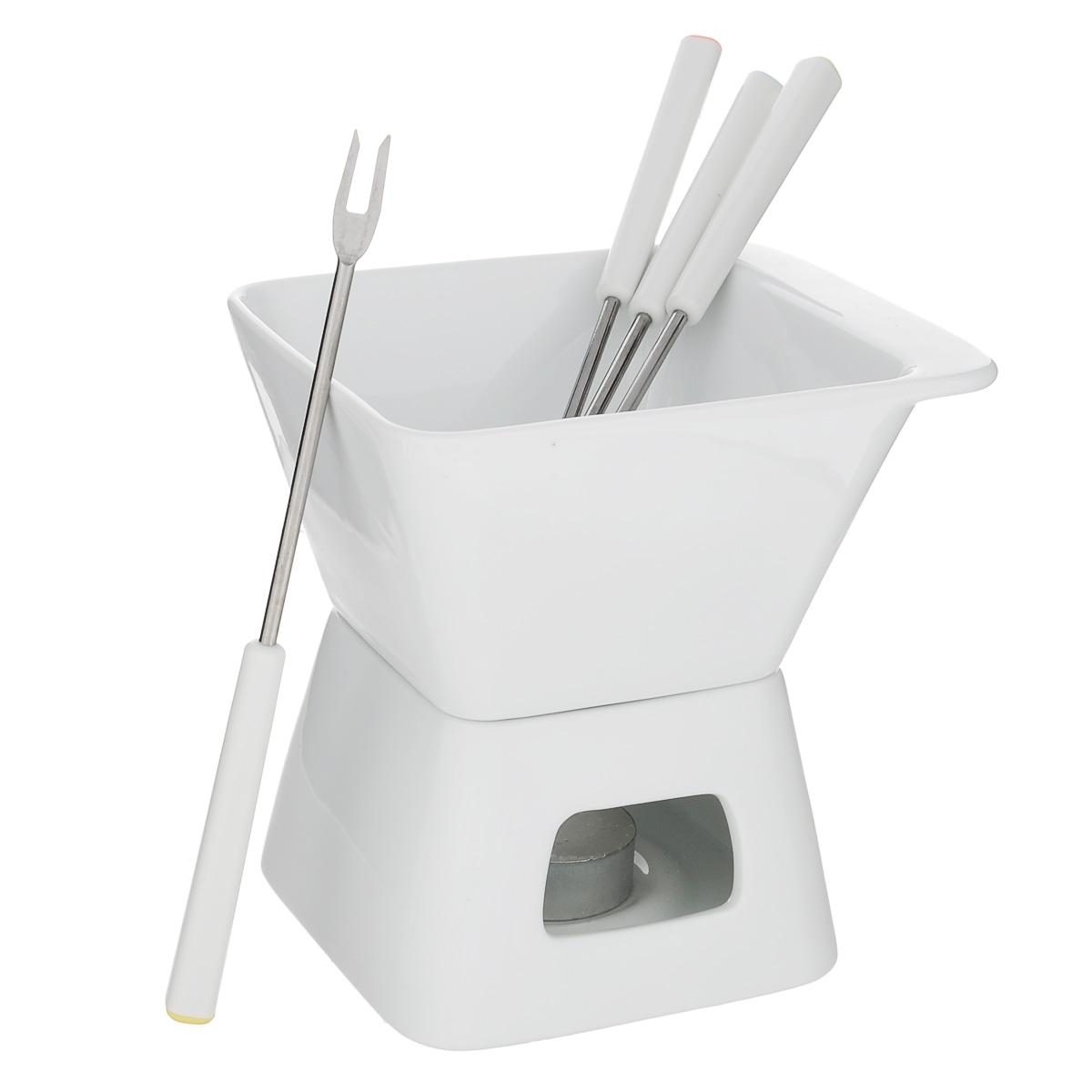 Набор для шоколадного фондю Tescoma Gustito, цвет: белый, 7 предметов386396Набор для шоколадного фондю Tescoma Gustito, изготовленный из первоклассного жароупорного фарфора, прекрасно подойдет для вашей кухни. Рассчитан на 4 персоны. Набор состоит из чаши и подставки. В центр подставки устанавливается свеча-таблетка (прилагается в наборе), сверху ставится чаша для соуса. К набору прилагаются 4 вилочки. В чашечке растапливается сыр, шоколад - все что угодно, на вилочки насаживается хлеб или зефир (к шоколаду). Вилки выполнены из высококачественной нержавеющей стали и прочного пластика. Набор можно мыть в посудомоечной машине.Фондю, любимое швейцарское блюдо, завоевывает популярность во многих странах. Нехитрое приспособление, устанавливаемое прямо на стол, позволяет каждому проявить свою изобретательность в приготовлении блюд. В ход идут любые продукты, их выбор зависит лишь от индивидуального вкуса. В приготовлении этого блюда участвуют сами гости, поэтому оно вносит оживление в любое застолье. Фондю - отличный способ собраться вместе с близкими людьми.Размер чаши: 13 см х 11 с х 7 см.Размер подставки: 10,5 см х 10,5 см х 6,5 см.Диаметр свечи: 4 см.Длина вилки: 18 см.
