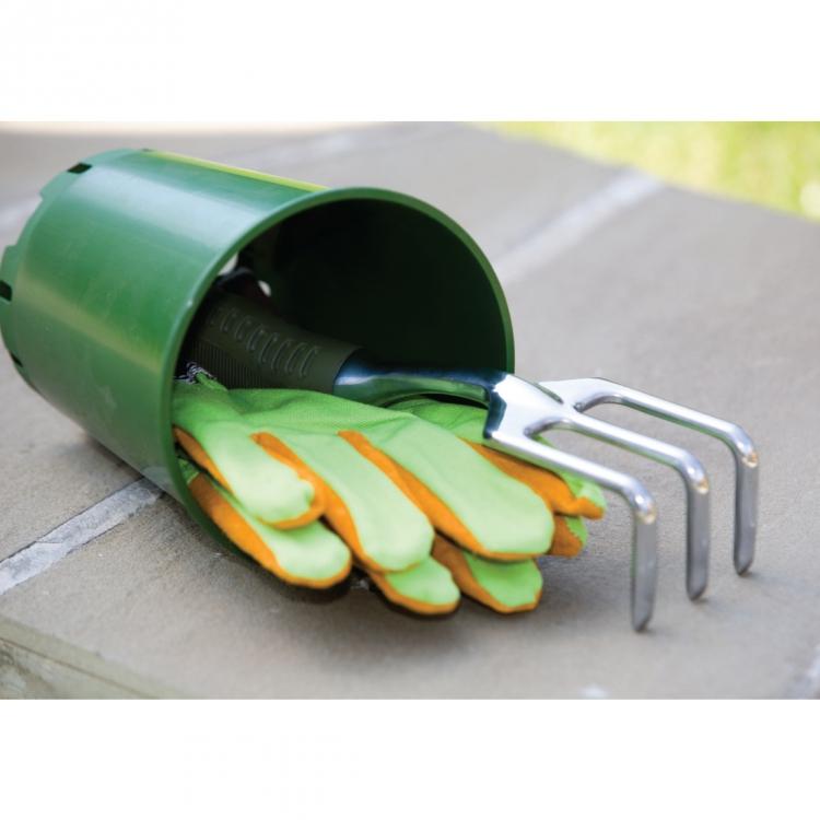 Рыхлитель садовый ГарденКрафт, цвет ручки: зеленый2004Садовый рыхлитель ГарденКрафт выполнен из стали с износостойким покрытием и оснащен пластиковой рукояткой. Рыхлитель предназначен для бережного рыхления и аэрации почвы без повреждения корней. Длина рыхлителя: 28 см.Размер рабочей части: 7 см х 9 см х 5 см.