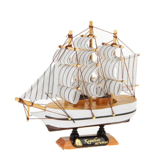 Корабль сувенирный Корабль мечты, длина 14 см. 564167564167Сувенирный корабль Корабль мечты, изготовленный из дерева и текстиля, это великолепный элемент декора рабочей зоны в офисе или кабинете. Корабль с парусами помещен на деревянную подставку. Время идет, и мы становимся свидетелями развития технического прогресса, новых учений и практик. Но одно не подвластно времени - это любовь человека к морю и кораблям. Сувенирный корабль наполнен историей и силой океанских вод. Данная модель кораблика станет отличным подарком для всех любителей морей, поклонников историй о покорении океанов и неизведанных земель. Модель корабля - подарок со смыслом. Издавна на Руси считалось, что корабли приносят удачу и везение. Поэтому их изображения, фигурки и точные копии всегда присутствовали в помещениях. Удивите себя и своих близких необычным презентом.