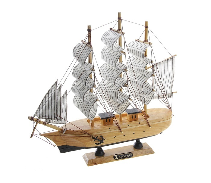 Корабль сувенирный Корабль удачи, длина 30 см. 444347444347Сувенирный корабль Корабль удачи, изготовленный из дерева и текстиля, это великолепный элемент декора рабочей зоны в офисе или кабинете. Корабль с парусами и якорями помещен на деревянную подставку. Время идет, и мы становимся свидетелями развития технического прогресса, новых учений и практик. Но одно не подвластно времени - это любовь человека к морю и кораблям. Сувенирный корабль наполнен историей и силой океанских вод. Данная модель кораблика станет отличным подарком для всех любителей морей, поклонников историй о покорении океанов и неизведанных земель. Модель корабля - подарок со смыслом. Издавна на Руси считалось, что корабли приносят удачу и везение. Поэтому их изображения, фигурки и точные копии всегда присутствовали в помещениях. Удивите себя и своих близких необычным презентом.