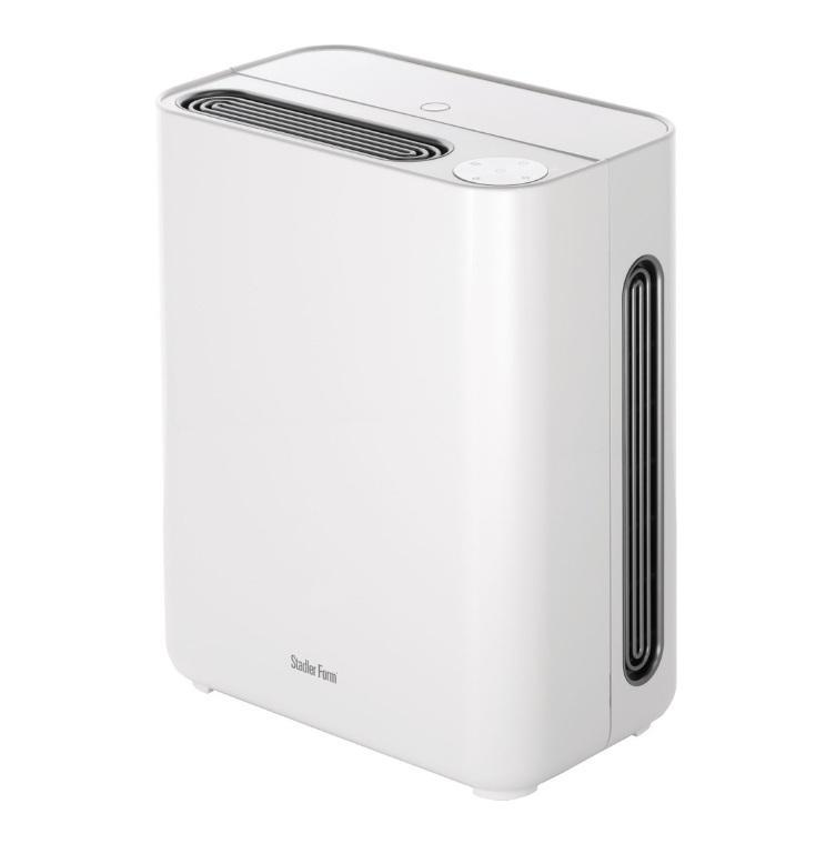 Stadler Form Tom T001/HE50, White мойка воздухаT-001Увлажнитель воздуха Stadler Form насыщает воздух влагой, он обеспечивает и очистку воздуха. Входящий в прибор воздух проходит через фильтры, которые задерживают пыль и шерсть животных. Кроме того, в контактную емкость встроен бактерицидный фильтр с ионами серебра, который дезинфицирует и ионизирует распыляемую воду, таким образом, улучшая качество воздуха в помещении. Помимо очистки и увлажнения прибор способен ароматизировать воздух. Эта функция реализуется с применением ароматических средств.