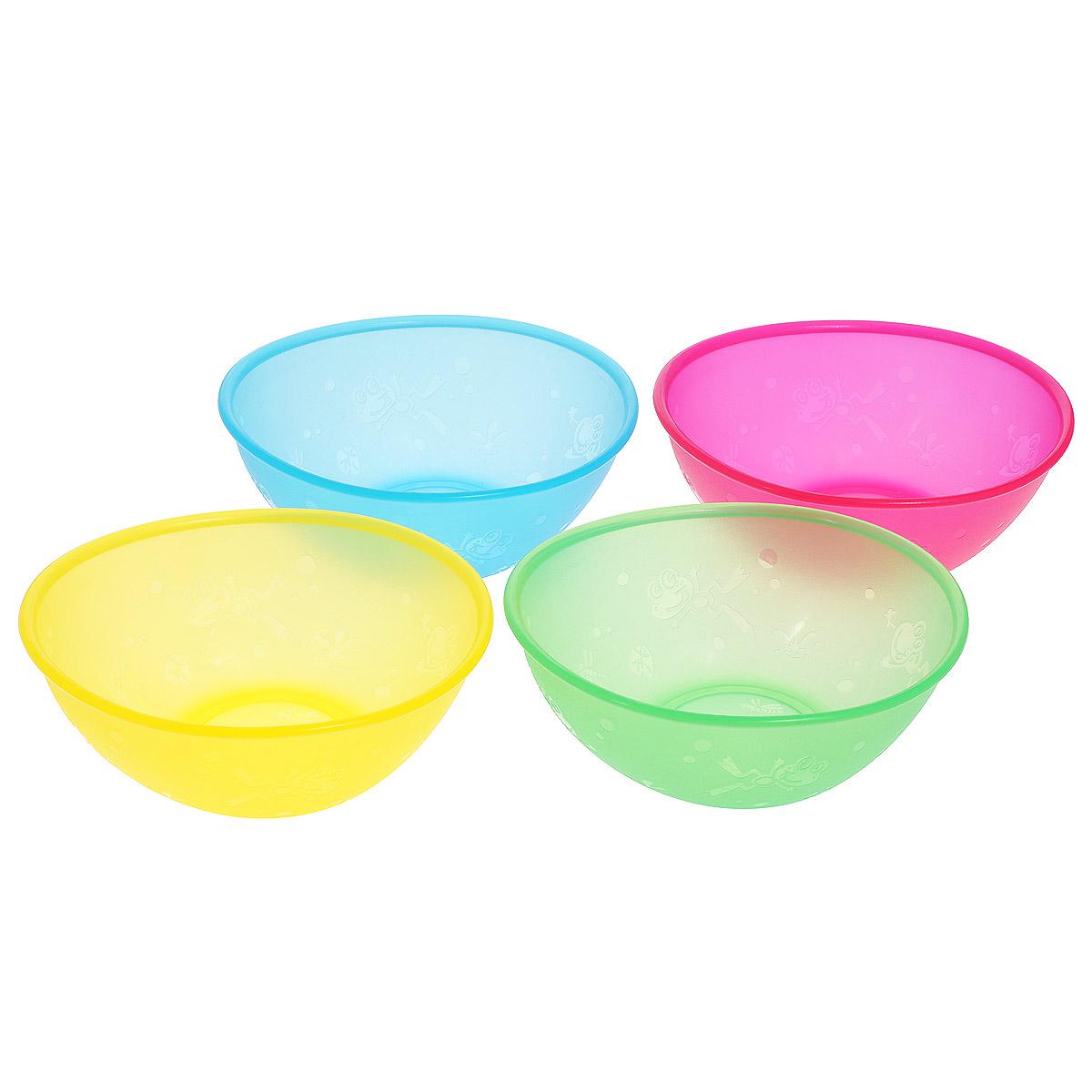 """Набор """"Nuby"""" включает 4 овальных разноцветных тарелки, изготовленных из высококачественного пищевого пластика (не содержит бисфенол А).   Внешние стенки оформлены рельефом в виде лягушат и стрекоз. Нескользящее покрытие придает тарелкам большую устойчивость.  Тарелки достаточно глубокие, они прекрасно подходят и для вторых блюд, и для супов, и для каш. Также подходят для кормления. Для детей с 6-ти   месяцев.  Разные цвета помогут создать праздник для вашего малыша. Можно использовать во время пикника.  Можно мыть в посудомоечной машине и ставить в СВЧ-печь.   Размер тарелки (ДхШхВ): 12 см х 14 см х 5,5 см."""