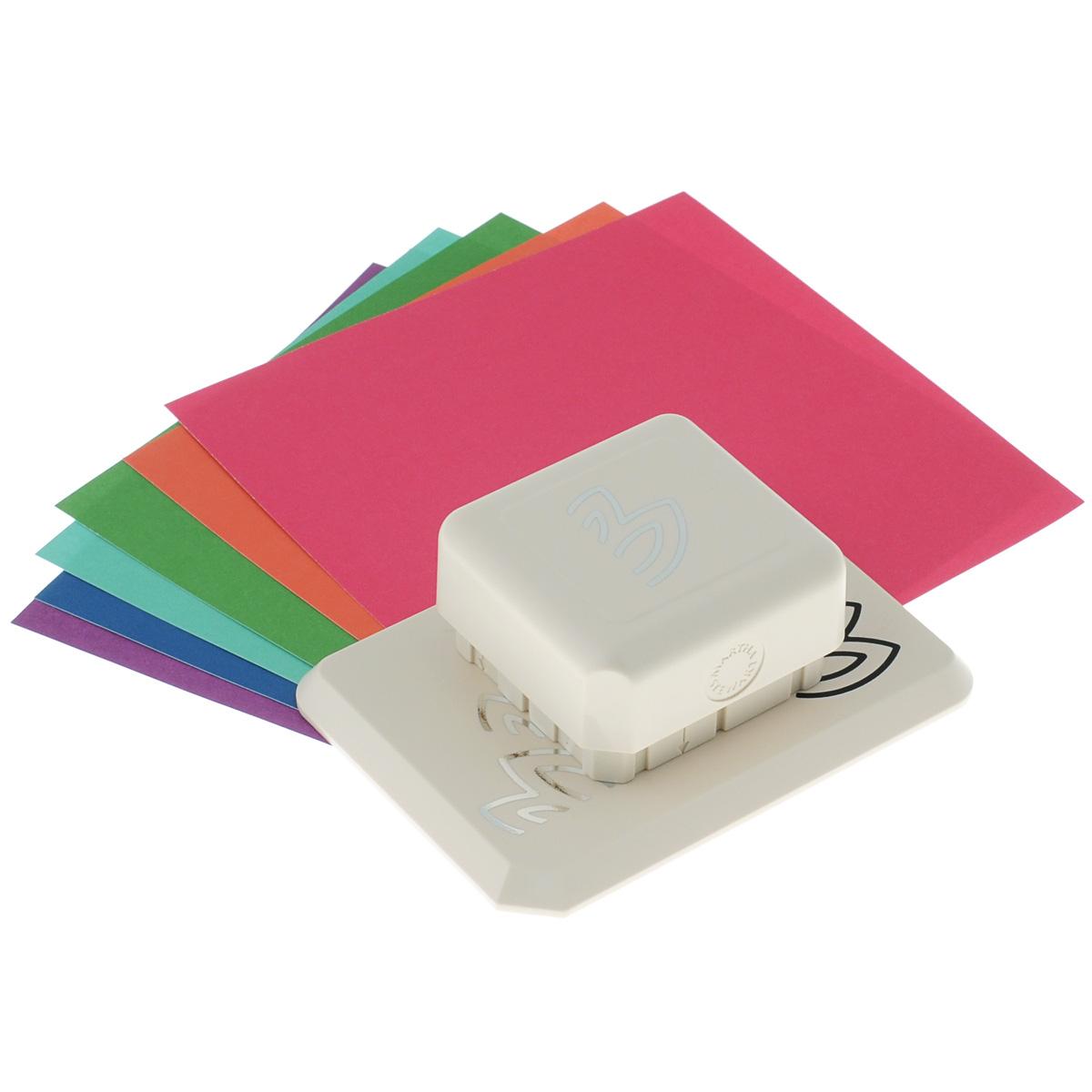 Фигурный дырокол Martha Stewart Лепестки для создания объемных украшенийEKS-42-95004Фигурный дырокол Martha Stewart Лепестки используется для создания объемных украшений в скрапбукинге для оформления подарков, при создании открыток, скрап-страниц, украшении фотоальбомов. Фигурный дырокол имеет базу на магнитной основе - можно создать рисунок в любом месте бумаги.Инструмент состоит из основы и фигурного дырокола. На ходовой части дырокола с торцов нанесены направляющие стрелки. В комплекте также имеются 6 листов разноцветного картона и подробная инструкция на русском языке.Порядок работы: положите лист бумаги на основу, присоедините дырокол к основе до притяжения магнитов, сделайте вырубку, сдвиньте лист до совпадения вырубки с рисунком на основе, сделайте следующую вырубку. После вырубки всего дизайна отогните вырубленные части и загните их под края предыдущих секций.Виды вырубки: круг 9 см, круг 15 см, вырубка по прямой. Сделайте подложку для листа с вырубкой для наибольшего эффекта.Размер инструмента: 12,5 см х 9 см х 5 см.