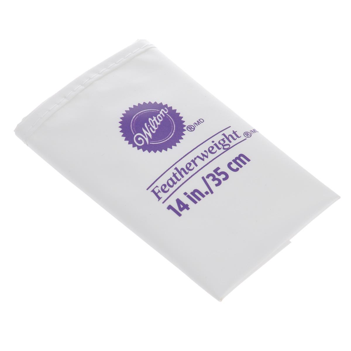 """Высококачественный кондитерский мешок """"Wilton"""", выполненный из полиэстера,   предназначен для декорирования выпечки. Если вы любите   побаловать своих домашних вкусной и ароматной выпечкой по вашему   оригинальному рецепту, украшенной воздушным кремом, то кондитерский мягкий,   гибкий и прочный мешок """"Wilton"""" как раз то, что вам нужно! С его помощью вы   создадите необыкновенные украшения на торте, наполните трубочки кремом и   многое другое. Можно мыть в посудомоечной машине. Высота мешка: 35 см.Ширина мешка: 21 см."""