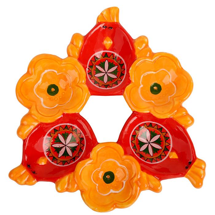 Подставка под яйца Home Queen Народная краса, цвет: оранжевый, красный, 6 ячеек66724Подставка Home Queen Народная краса станет оригинальным украшением праздничного стола на Пасху. Изделие изготовлено из керамики и служит держателем для яиц. Подставка выполнена в виде 6 ячеек в форме курочек и цветов и декорирована красивым узором. Подставка Home Queen Народная краса может стать красивым пасхальным подарком для друзей или близких. Размер подставки: 16,5 см х 16 см х 2,5 см. Размер ячейки курица: 4 см х 5,5 см.Диаметр ячейки цветок: 4 см.