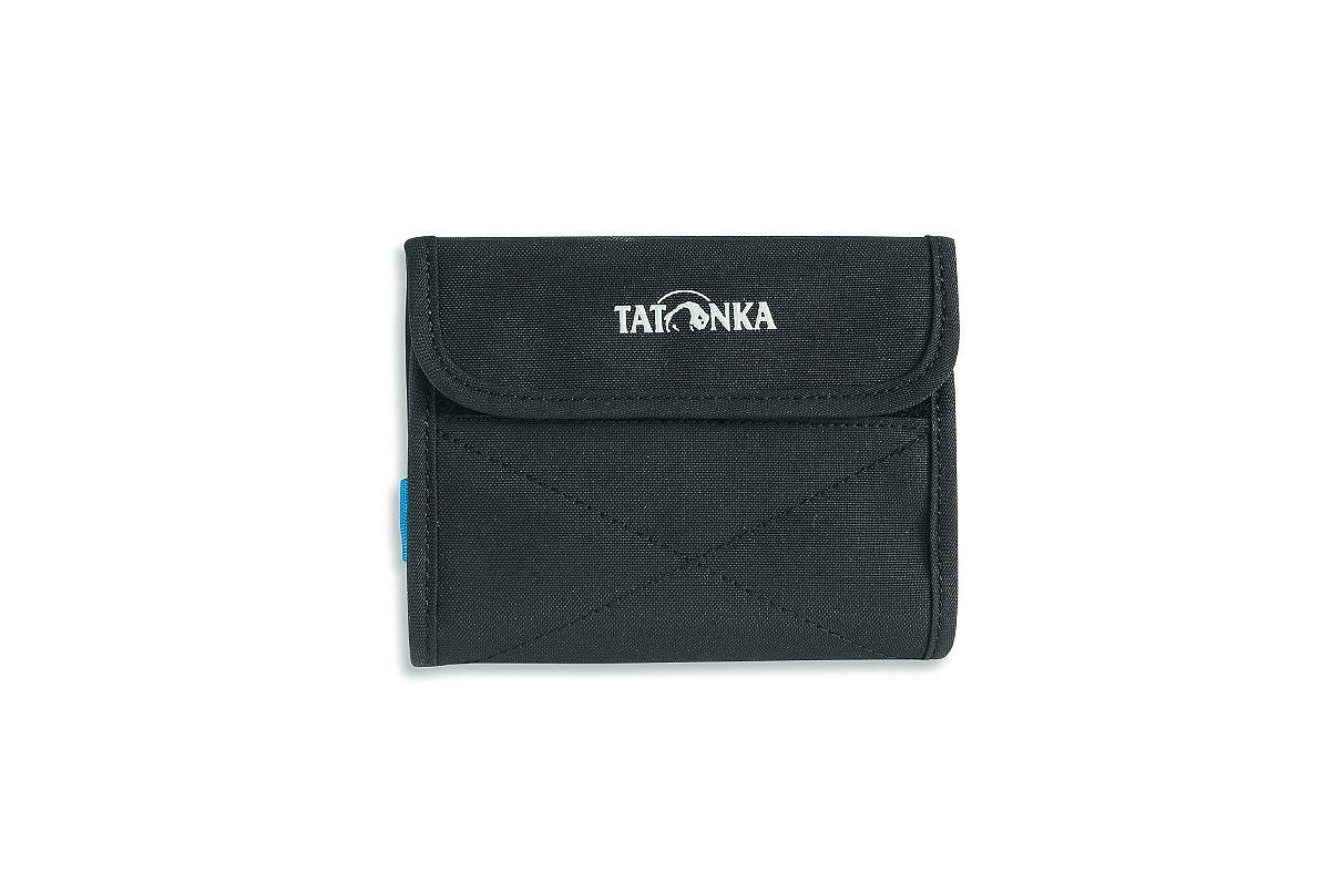 Кошелек Tatonka Euro Wallet, цвет: черный, 25 см х 14 см х 1 см2981.040Модный кошелек Tatonka Euro Wallet выполнен из плотного полиэстера и оформлен декоративной прострочкой и названием бренда на лицевой стороне. Кошелек закрывается клапаном на застежку-липучку. Внутри - два отделения для купюр (одно из которых на застежке-молнии), четыре кармашка для кредитных карт, прозрачное пластиковое окошко, потайной кармашек, эластичный фиксатор и кольцо для крепления ключей или брелока. Обратная сторона кошелька дополнена декоративной молнией.Многофункциональный кошелек займет достойное место среди ваших аксессуаров.