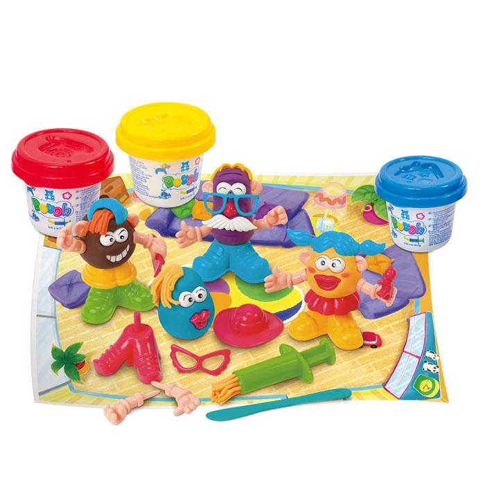 Playgo Набор для лепки Funny FamilyPlay 8648Набор для лепки Playgo Funny Family представляет собой сочетание моделирования и игры. Набор включает в себя: 3 баночки массы для лепки по 56 г (красный, желтый, синий), стек для моделирования, 1 шприц для выдавливания, набор пластиковых частей и аксессуаров для создания игрушек, игровая фоновая сцена. Входящая в набор пластилиновая масса разработана специально для детей, очень мягкая, приятно пахнет, ее не надо разминать перед лепкой.Пластилин быстро высыхает, не имеет запаха, не липнет к рукам и одежде, легко смывается, а так же легко смешивается, что позволяет получать новые цвета. На крышечках баночек имеются трафареты с помощью которых ваш ребенок сможет легко самостоятельно сделать фигурку. Стек выполнен из пластика и не имеет острых концов, что безопасно для вашего малыша. С его помощью он сможет легко и быстро разрезать массу. Фигурный шприц для выдавливания поможет вашему малышу легко создать детали в форме узких палочек. Набор пластиковых частей и аксессуаров для создания игрушек и игровая фоновая сцена помогут оживить получившиеся фигурки.Работа с пластилином развивает мелкую моторику пальцев малыша, пространственное воображение, фантазию.