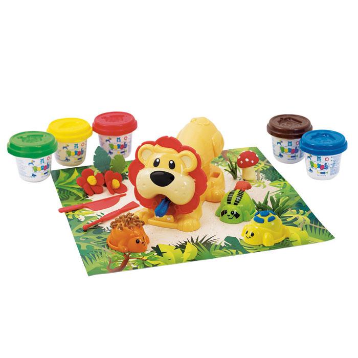 Playgo Набор для лепки Jungle Animal PressPlay 8646Набор для лепки Playgo Jungle Animal Press представляет собой сочетание моделирования и игры. Набор включает в себя: 5 баночек массы для лепки по 56 г (синий, красный, коричневый, желтый, зеленый), 2 стека для моделирования, пресс, трафарет, фигурки зверей, игровая фоновая сцена. Входящая в набор пластилиновая масса разработана специально для детей, очень мягкая, приятно пахнет, ее не надо разминать перед лепкой.Пластилин быстро высыхает, не имеет запаха, не липнет к рукам и одежде, легко смывается, а так же легко смешивается, что позволяет получать новые цвета. На крышечках баночек имеются трафареты с помощью которых ваш ребенок сможет легко самостоятельно сделать фигурку. Оба стека выполнены из пластика и не имеют острых концов, что безопасно для вашего малыша. С их помощью он сможет легко и быстро разрезать массу. Пресс выполненный в виде льва поможет вашему ребенку создавать фигурки различной формы, а так же поможет проявить интересные детали у фигурок зверей. Благодаря игровой фоновой сцене созданные фигурки словно оживут.Работа с пластилином развивает мелкую моторику пальцев малыша, пространственное воображение, фантазию.