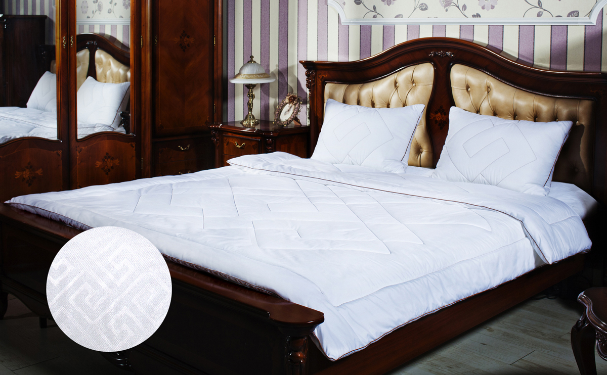 Одеяло Primavelle Afina, наполнитель: лебяжий пух, цвет: белый, 200 х 220 см122918106-29Одеяло Primavelle Afina - стильная и комфортная постельная принадлежность, которая подарит уют и позволит окунуться в здоровый и спокойный сон. Чехол одеяла выполнен из однотонной ткани биософт с тисненым рисунком, украшен декоративной ниточной стежкой греческие узоры и атласным кантом шоколадного цвета. Чехол также имеет специальную обработку Peach-эффект, благодаря которой ткань становится нежной и приобретает бархатистую фактуру. Внутри - наполнитель из искусственного лебяжьего пуха, который является аналогом натурального пуха и представляет собой сверхтонкое волокно нового поколения. Благодаря этому одеяло очень мягкое и легкое, не накапливает пыль и запахи. Важным преимуществом является гипоаллергенность наполнителя, поэтому одеяло отлично подходит как взрослым, так и детям. Легкое и объемное, оно имеет среднюю степень теплоты и отличную терморегуляцию: под ним будет тепло зимой и не жарко летом. Одеяло просто в уходе, подходит для машинной стирки, быстро сохнет, отличается износостойкостью и практичностью. Окунитесь в мир Древней Эллады вместе с одеялом Afina. Материал чехла: биософт (100% полиэстер). Наполнитель: лебяжий пух (100% полиэстер). Размер: 200 см х 220 см.